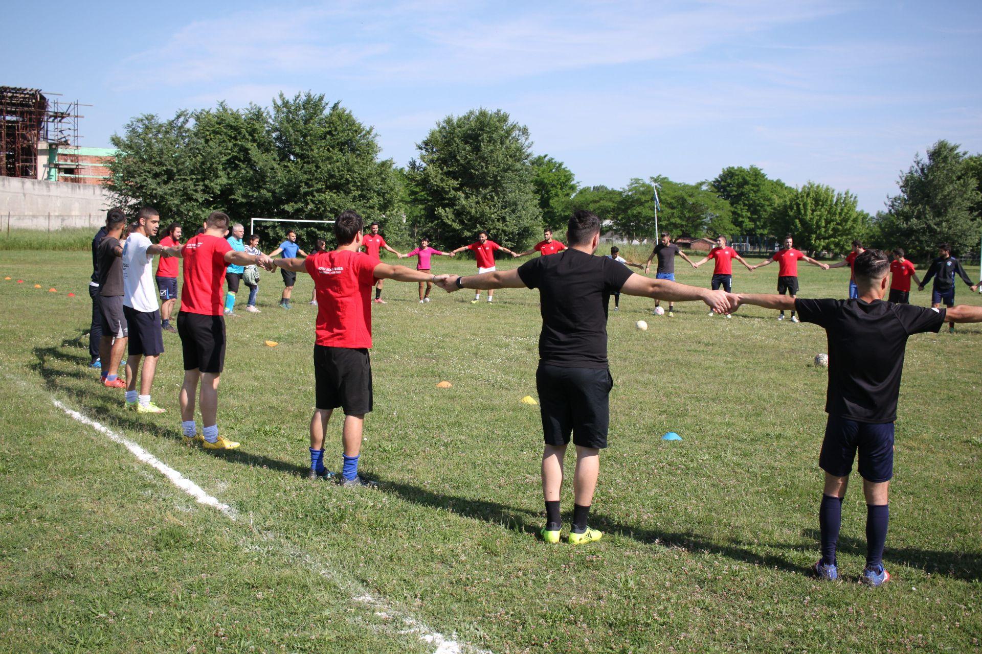 Σε ενθουσιώδες κλίμα ο φιλικός μικτός αγώνας ποδοσφαίρου και τα αθλήματα στίβου με πρόσφυγες μαθητές και φοιτητές του ΤΕΦΑΑ ΠΘ